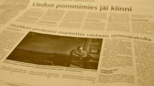 """Turun Sanomien uutissivu, jolla otsikko: """"Dyykkari protestoi markettia vastaan syömälakolla""""."""