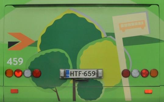 Jyväskylän paikallisliikenteen linja-auton vihreä perä.