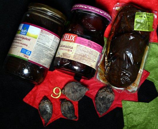 Punajuuriviipaleita ja kokonaisia punajuuria lasipurkeissa ja muovipakkauksessa sekä raakoja, kuivuneita punajuuria.