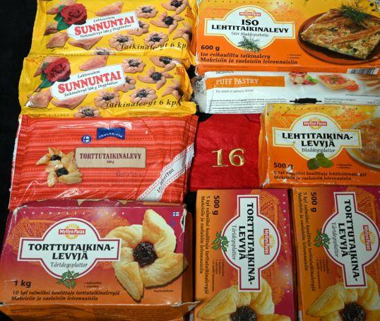 Torttutaikina- ja lehtitaikinalevyjä pakkauksissaan.